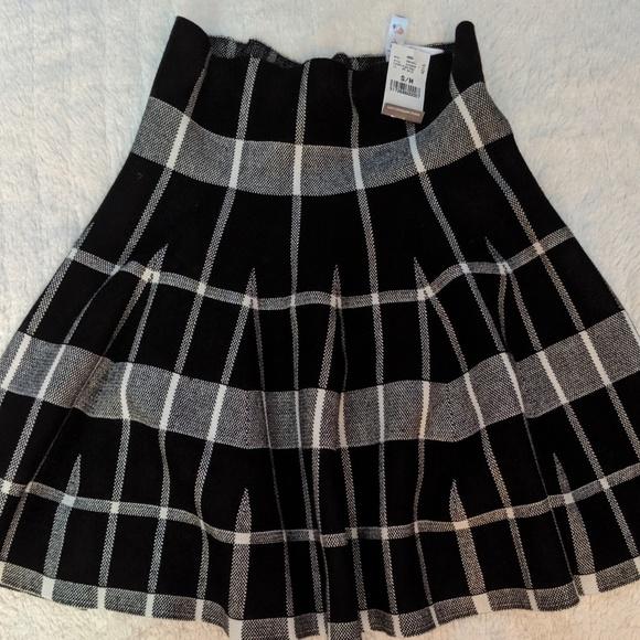 Charlotte Russe Dresses & Skirts - Pleated plaid skirt